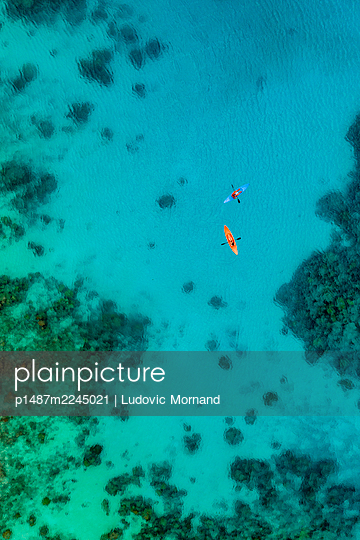 Polynesia, Aerial view, Kayaking on Rangiroa - p1487m2245021 by Ludovic Mornand