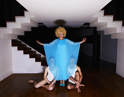 Two men in white undergarment behind a dramatic lady in blue - p1081m2273028 by Cédric Roulliat