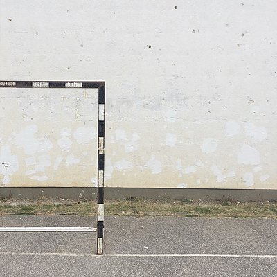 Empty goal in front of wall - p1401m2278233 by Jens Goldbeck