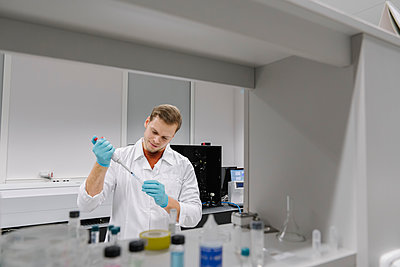 Scientist working with a pipette in laboratory - p300m2160080 by Hernandez and Sorokina