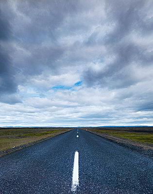 Empty road - p312m1054686f by Stefan Isaksson