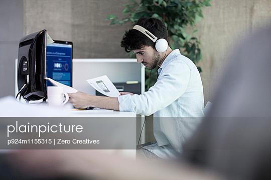 p924m1155315 von Zero Creatives