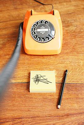Telefon mit Wählscheibe - p214m1000346 von hasengold
