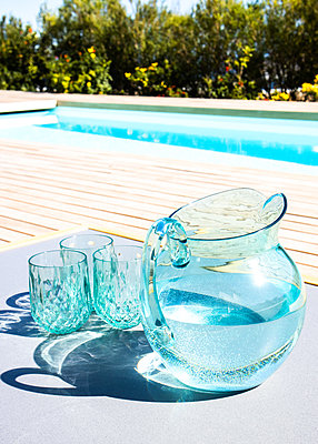 Glass carafe and glasses at the pool - p1640m2260027 by Holly & John