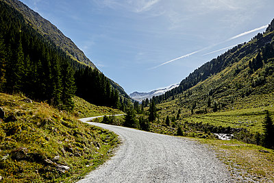 Hiking trail crosses valley in the Alps, Austria - p1511m2223060 by artwall