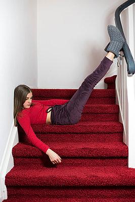 Mädchen auf der Treppe - p1621m2244561 von Anke Doerschlen