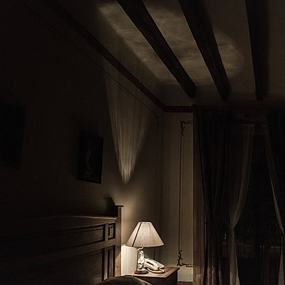 Hotel room, Bedside table with bedside lamp - p1624m2222647 by Gabriela Torres Ruiz