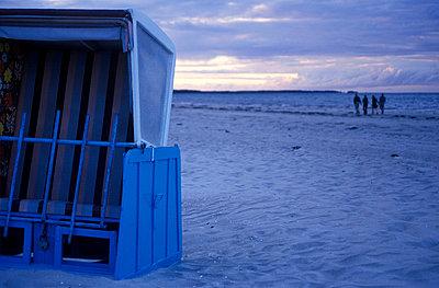 Beach walk - p26811538 by Katarzyna Zommer