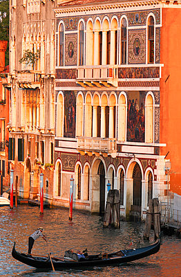 Ornamented Facade of Palazzo Barbarigo on the Grand Canal, Depicting Murano Glass Mosaics Venice, Veneto, Italy. - p651m2033784 by Peter Fischer