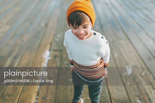 Happy little boy in a knit sweater - p300m2166338 by Crystal Sing