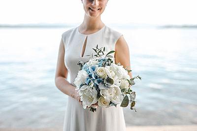 Bride with bridal bouquet - p680m2177525 by Stella Mai