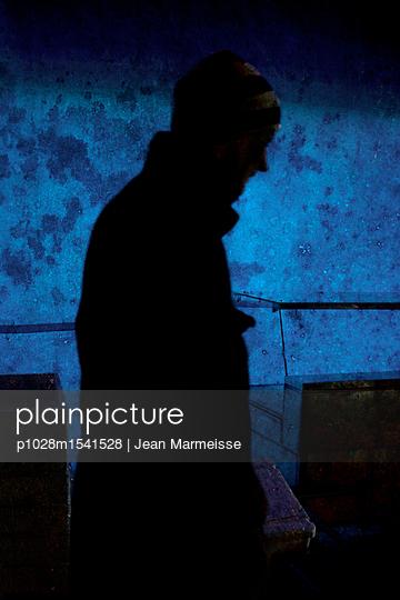 Man in the dark - p1028m1541528 von Jean Marmeisse