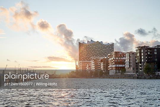 Elbphilharmonie und Hafencity - p1124m1502077 von Willing-Holtz