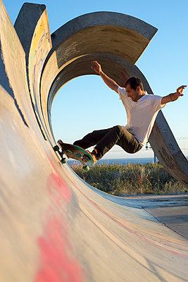 Skateboarder - p1201m1050384 von Paul Abbitt