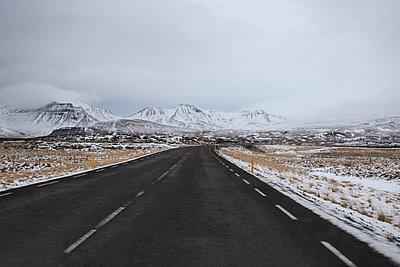 Straße und Gebirge auf Island - p1396m1466891 von Hartmann + Beese
