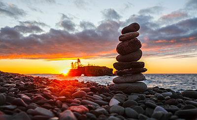 Hollow Rock, Lake Superior, Grand Portage, Minnesota, USA - p343m2002727 by Jeffrey Phelps photography