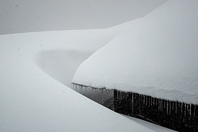 Snow-covered hut - p910m2182351 by Philippe Lesprit