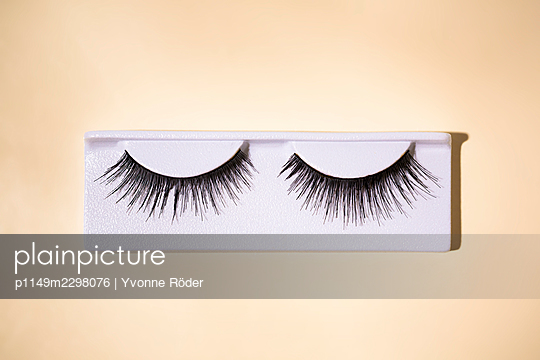Fake lashes - p1149m2298076 by Yvonne Röder