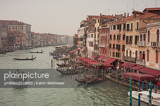 View of Canale Grande, Rialto, Venice - p1609m2219663 by Katrin Wolfmeier