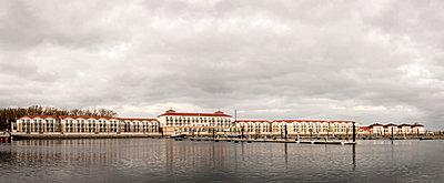 Yachthafen und Iberotel Boltenhagen im Winter - p1162m1510689 von Ralf Wilken