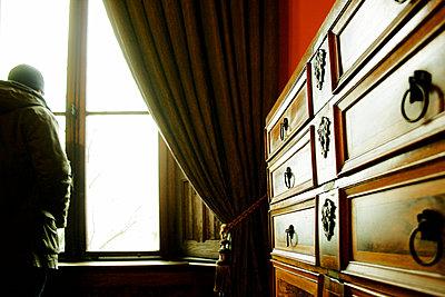 Blick aus dem Fenster - p1222m1162593 von Jérome Gerull