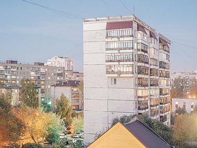 Plattenbauten - p1425m1492544 von JAKOB SCHNETZ