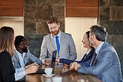 Business people having a meeting in hotel lobby - p300m2171400 by Zeljko Dangubic