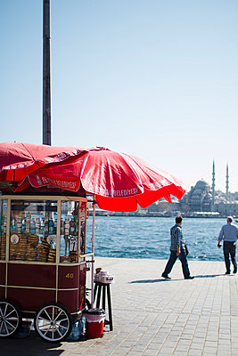 Vending cart at Eminönü docks - p798m1025707 by Florian Löbermann
