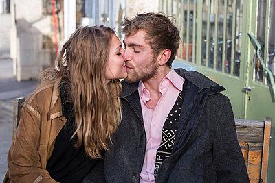 Verliebtes Paar - p940m972691 von Bénédite Topuz
