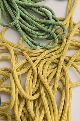 Yellow and green rope - p1150m1539902 by Elise Ortiou Campion
