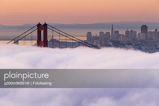 USA, California, San Francisco, skyline and Golden Gate Bridge in fog seen from Hawk Hill - p300m965516f by Fotofeeling