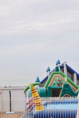 Hüpfburg ohne Kinder - p1294m1513235 von Sabine Bungert