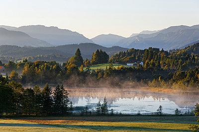 Germany, Bavaria, Upper Bavaria, Pfaffenwinkel, Wildsteig, Schwaigsee, dawn - p300m874046f by Martin Siepmann