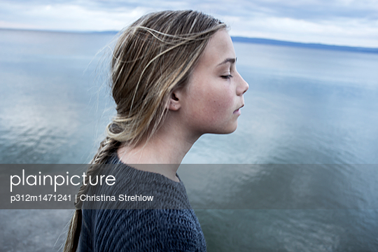 Blond girl by sea - p312m1471241 by Christina Strehlow