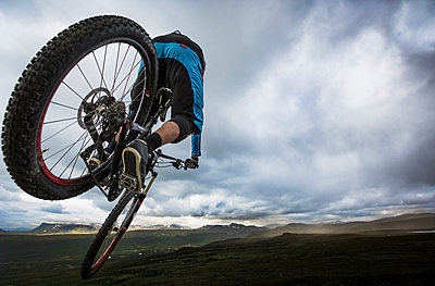 Mountain biker getting some air in the mountain range of northern Sweden. - p343m1090341 by Elias Kunosson