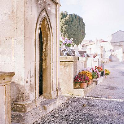 Graveyard - p9110463 by Benjamin Roulet