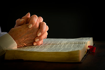 Woman's hands on open bible - p1427m2038491 by Tetra Images