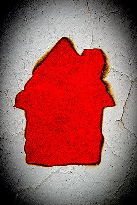 Abgebranntes Haus - p451m2228644 von Anja Weber-Decker