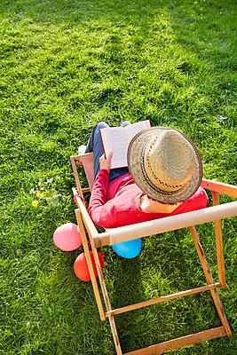im Garten - p464m1496343 von Elektrons 08
