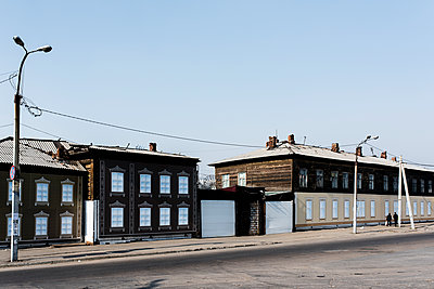 Häuserzeile in Russland - p1046m1220973 von Moritz Küstner