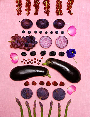 Fruits and vegetables - p312m1121523f by Susanne Walstrom