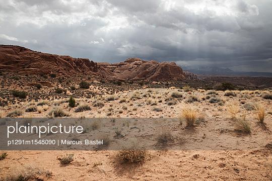 Rocky desert landscape - p1291m1548090 by Marcus Bastel
