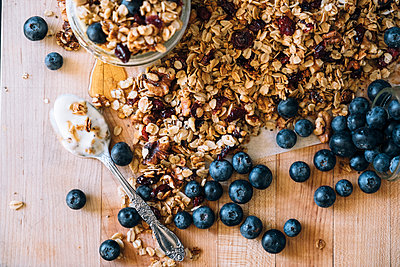 Granola, Blueberries and Honey - p1262m1444775 by Maryanne Gobble