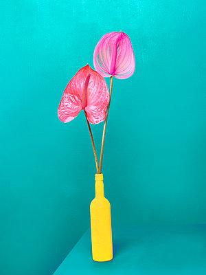 Flower vase - p1413m2065492 by Pupa Neumann