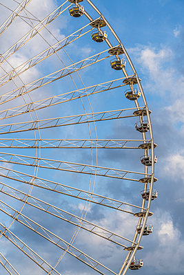 Ferris wheel - p401m1225599 by Frank Baquet