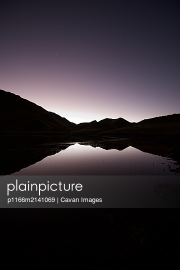 Sunrise in Truchas Lake in Canfranc Valley, Pyrenees. - p1166m2141069 by Cavan Images