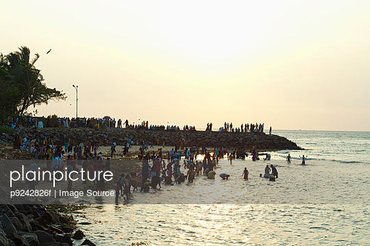 Crowds bathing in the sea in the evening in Cochin, Kerala