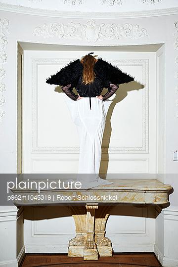 Vogelfrau - p962m1045319 von Robert Schlossnickel
