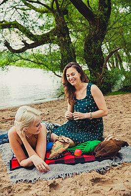 Picknick am Strand - p904m932274 von Stefanie Päffgen