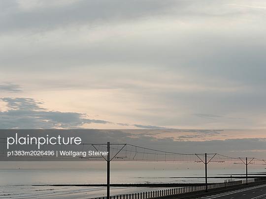 Fahrleitung für die Küstentram - p1383m2026496 von Wolfgang Steiner